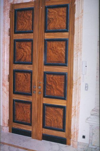 Faux Bois D Argent : sur le blindage d une porte d entr?e le bois et les moulures des